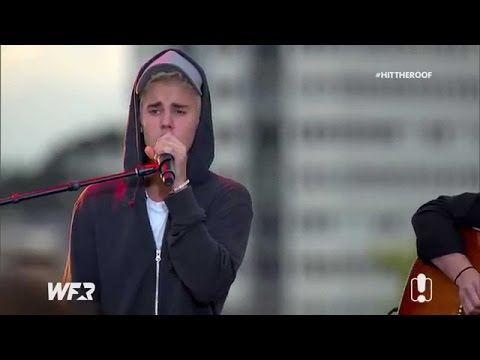 Justin Bieber singing Boyfriend acoustic on the World Famous Rooftop in Australia, September 28 2015