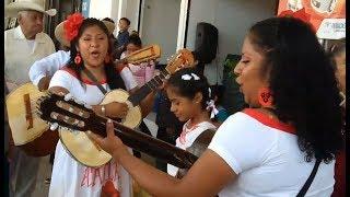 Hermanitas Valle--- muy bonito cantan con guitarras !