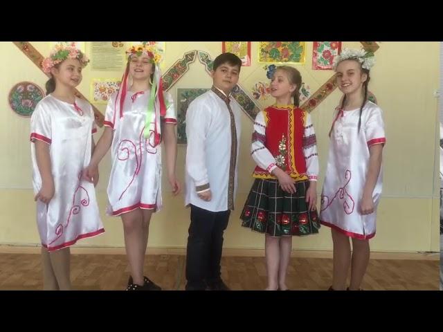 Изображение предпросмотра прочтения – «Луганская специализированная школа №54, 6-А класс» читают произведение «Русские народные потешки» (Русский фольклор )