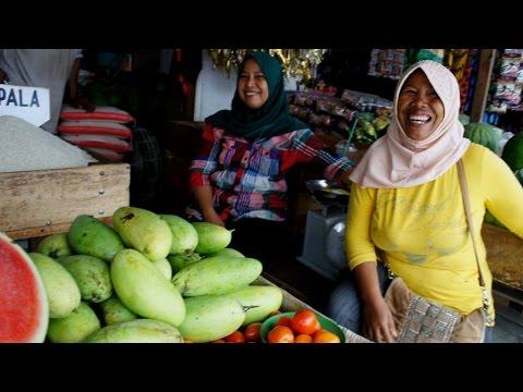 Market walk in Pontianak (Indonesia)