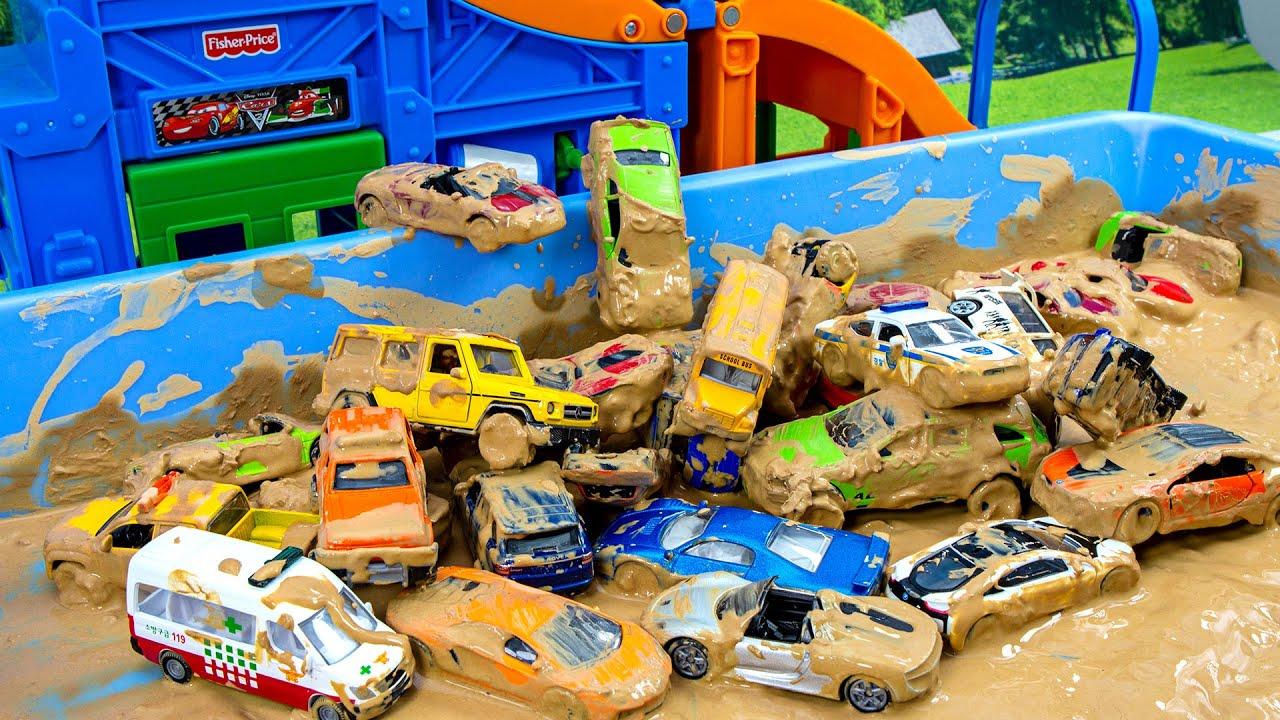 미끄럼틀 타고 진흙탕으로 풍덩 더러워진 차를 깨끗히 세차시켜주세요 Slides and slips into the mud! Please wash the dirty car clean