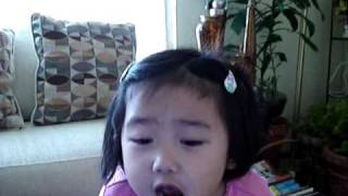 3 year old singing kelly clarkson a moment like this
