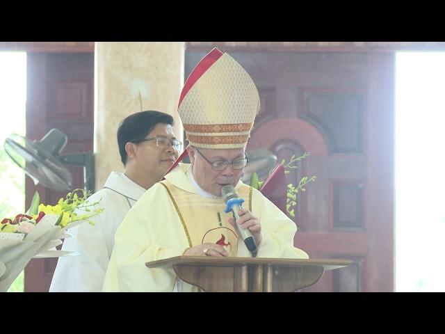 Đức Cha Giuse Nguyễn Chí Linh chúc mừng Đức Cha Phaolô Nguyễn Thái Hợp nhận nhiệm sở mới