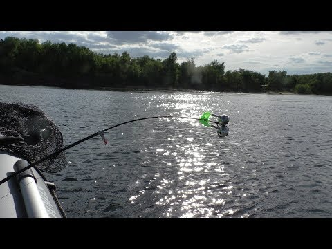 Рыбалка летом на Волге 2019. Ловля леща на кольцо с лодки. Рыбалка с ночёвкой!
