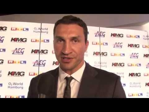 Boxweltmeister Wladimir Klitschko grüßt Pointer