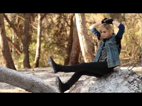 DC SHOES: WOMENS HOLIDAY 2011 LOOKBOOK