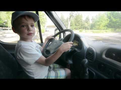 Как Дима учился ездить на машине/ Dima is driving a car