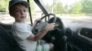 Как Дима учился ездить на машине/ Dima is driving a car(Дима учится ездить на машине, включает передачу, трогается с места тормозит, пропускает машины Dima trys to drive..., 2016-07-01T06:50:12.000Z)