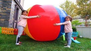 Sihirli Dev Top !  Öykü and Masal Big Small water ball play game fun kid video