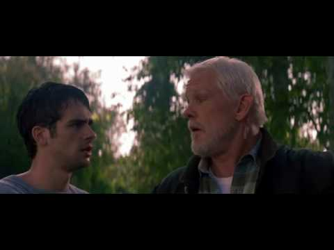 Szene aus Peacful Warrior, beide Hauptdarsteller auf Brücke