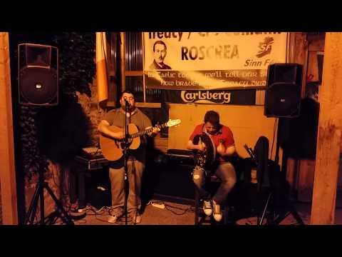 "Gary Lawlor and James Kelly perform ""Irish Soldier Laddie"" at Jacks Bar Roscrea  ©www.thefinest.ie"