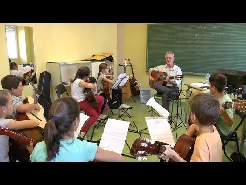 Alumnos y profesores muestran las especialidades del conservatorio de Nerva