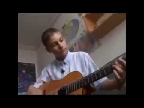 Sprzedający z gitarą w 2005 roku