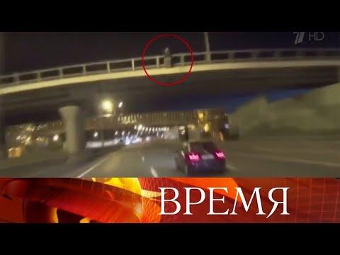 ВМосковской области байкер остановил движение натрассе, чтобы спасти мужчину-самоубийцу.