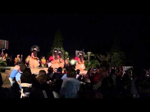 chiefs-luau-women-dancers-at-sealife-park-oahu,-hawaii