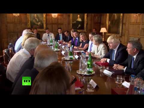 May holds Cabinet meeting at Chequers