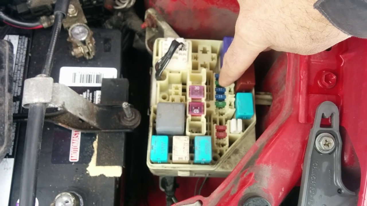Fix For 2004 Toyota Echo Battery Connected In Wrong Way Vid247 009 2015 Highlander Fuse Box Window