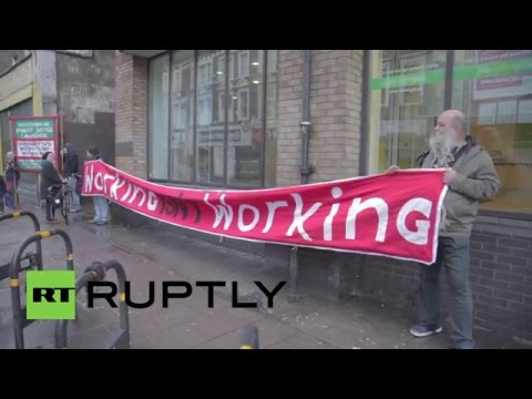 UK: Protesters heckle 'murderer' Iain Duncan Smith during job centre visit
