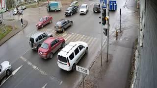 В столице Коми столкнулись Opel Astra и LADA Priora