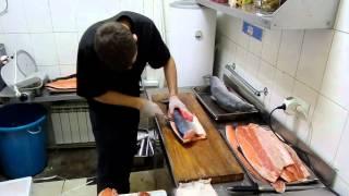 Предварительная разделка сёмги в японской кухне(Предварительная разделка сёмги в японской кухне. Как филировать сёмгу. Это видео в поддержку статьи http://www.ma..., 2016-03-11T09:34:42.000Z)