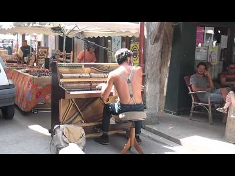 Maple Leaf Rag... Ragtime piano in the street