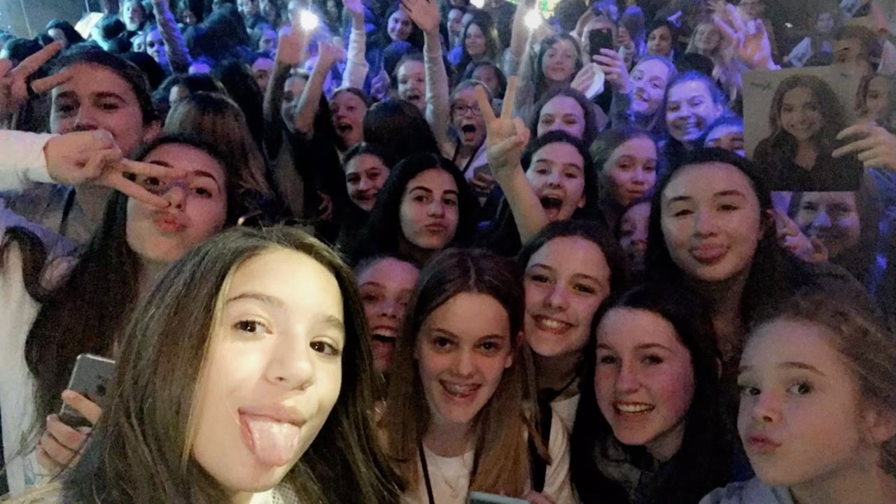 Mackenzie ziegler meets every single person at meet greet full mackenzie ziegler meets every single person at meet greet full video m4hsunfo Gallery