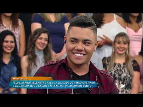 Felipe Araújo canta sucesso e fala da saudade do irmão Cristiano