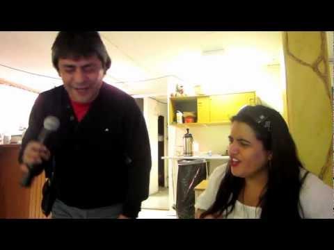 Luis Araya en karaoke