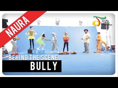naura - bully