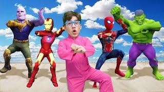 슈퍼히어로랑 함께 춤춰요! 스파이더맨 아이어맨 헐크 타노스 슈퍼히어로 댄스 Dancing Superheros Surprise