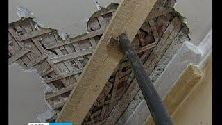 В квартире петрозаводчанки обрушился потолок(, 2015-11-20T09:16:03.000Z)