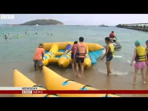 BBC News   Cashing in on China  tourist trade