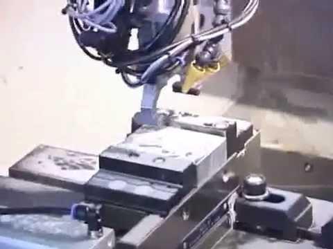 UNIVERSAL ROBOTS Werkzeugmaschinenbestückung