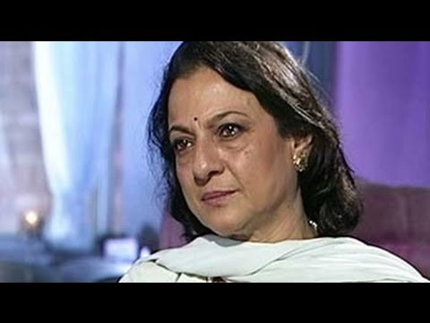 Tanuja on her family film festival (Aired August 2003)