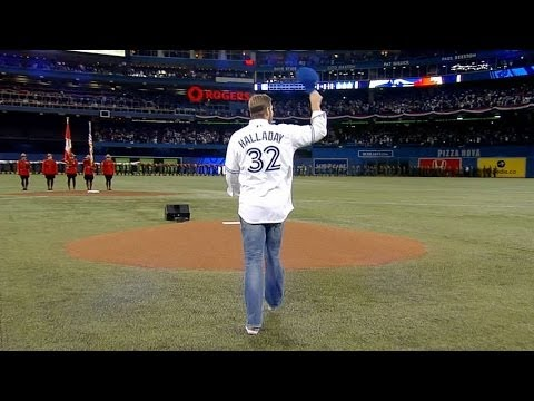 NYY@TOR: Halladay tosses first pitch in Toronto's home opener
