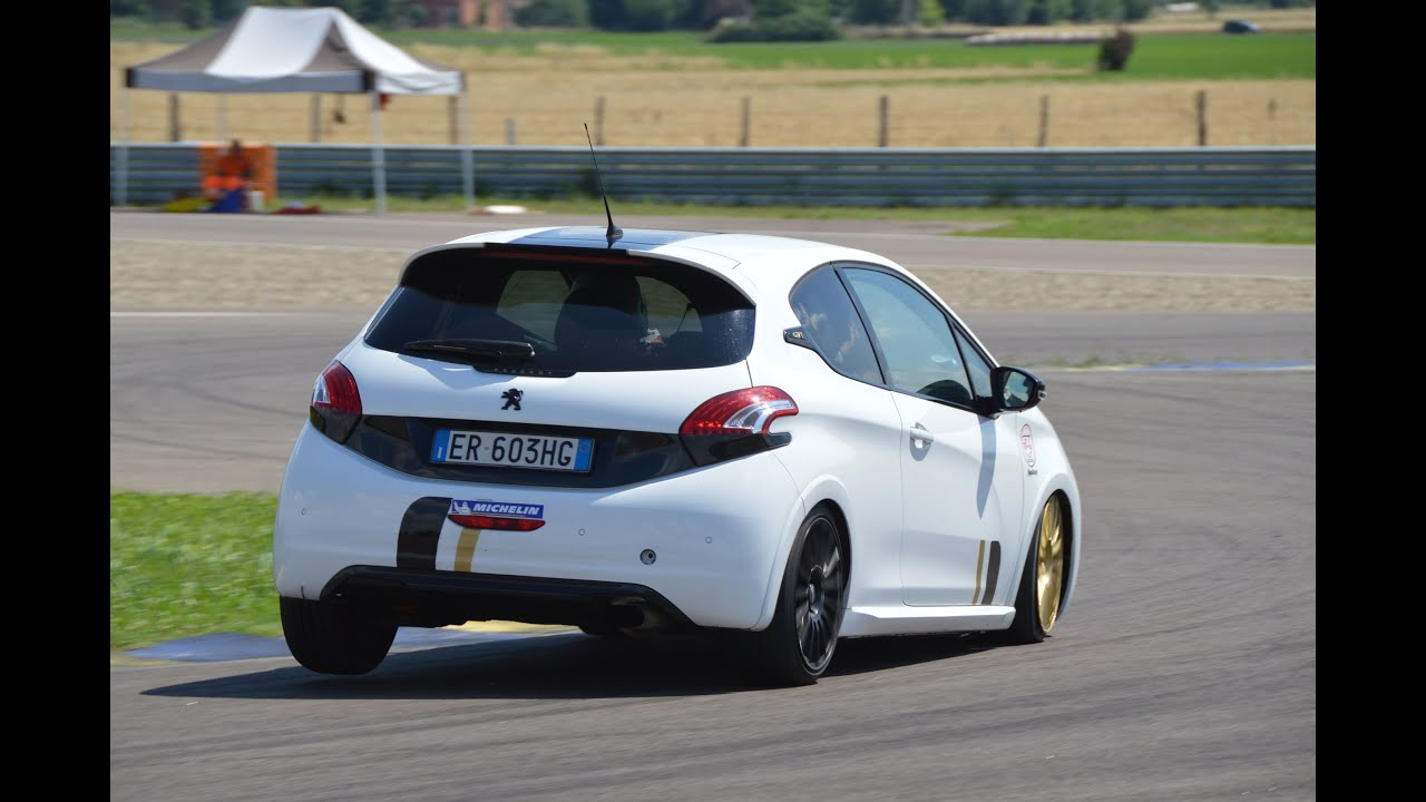 peugeot 208 gti tgi action on track tg cup youtube. Black Bedroom Furniture Sets. Home Design Ideas