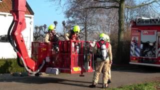Brandweer blust schoorsteenbrand bij woonboerderij | Dorpsdijk Vierpolders