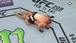 Yesterday night, Oleksiy Olinyk pulled off the first Ezekiel Choke ...