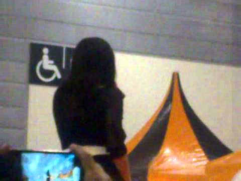 Erra singing Hanya Di Mata @ Singapore Expo
