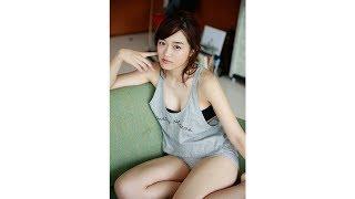 今年3月にAKB48を卒業した梅田綾乃が発売中の『週刊プレイボーイ』49号で水着グラビアを解禁! AKB在籍時にグループイチのボデ...