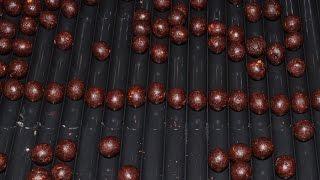 Бойлы своими руками(Небольшой фильм о приготовлении бойлов своими руками на домашней кухне. Для начинающих и опытных карпятник..., 2015-04-21T19:43:33.000Z)