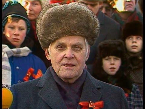 25/12/1991 Moscow Kremlin USSR Flag Lowered, Russian Flag Raised - YouTube
