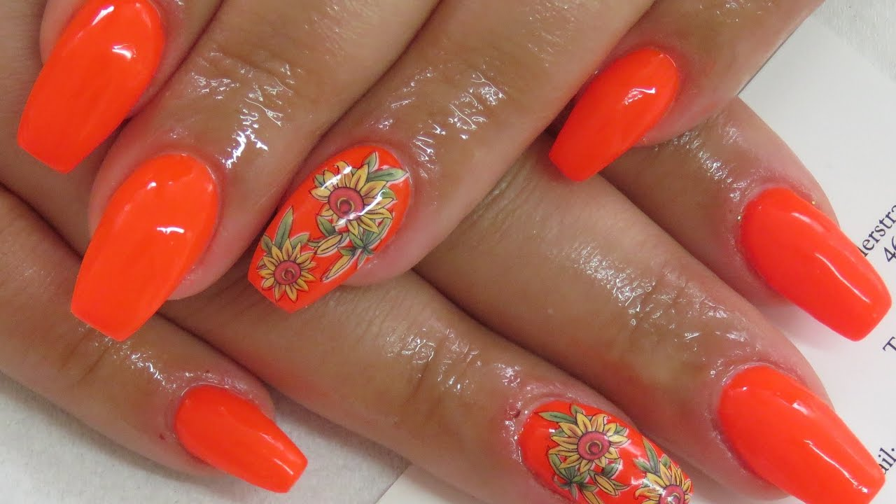 Nail Design Mit Neon Orange Frhlingsngel Mit Nageltattoo Gel