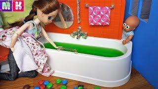 КАТЯ И МАКС ВЕСЕЛАЯ СЕМЕЙКА ПОЧЕМУ ВОДА ЗЕЛЕНАЯ? #Мультики куклы Барби #новые