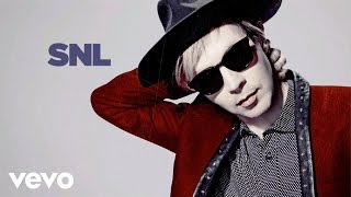 Repeat youtube video Beck - Blue Moon (Live on SNL)