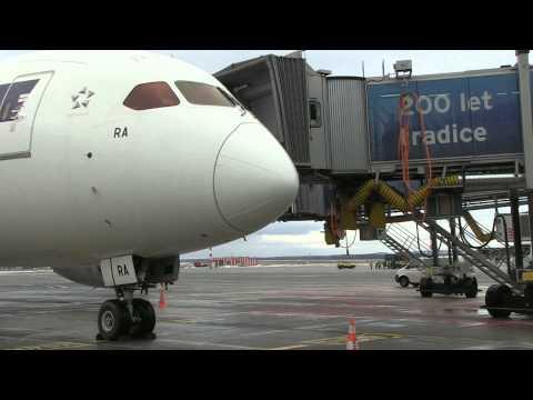 Boeing 787 Dreamliner společnosti LOT v Praze