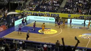 Moritz Wagner, Alba Berlin, in seinem ersten BBL-Spiel, 3er, 2er, Block