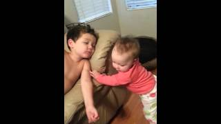 Video Baby sister tries to wake her big brother download MP3, 3GP, MP4, WEBM, AVI, FLV Mei 2018