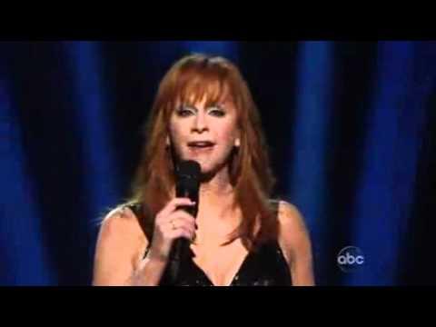 Reba McEntire   'If I Were A Boy'   2010 CMA Music Awards.3gp