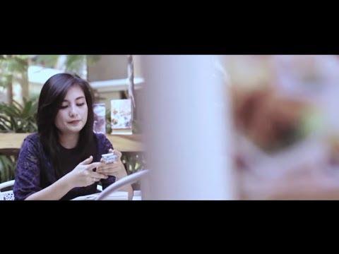 Jie Komuya - Berbeda (Official Music Video)